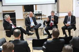 Strategy Circle Mechanical Engineering and Contracting: Guido Beyß (2nd from left) in the podium discussion regarding Innovation-Management (June 2011)